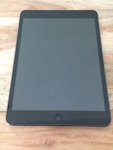 iPad Mini 1 16GB with keyboard case and smart cover