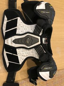 CCM D30 tacks ultra shoulder pads Junior medium
