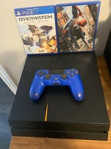 PlayStation 4, 500GB controller and two games!