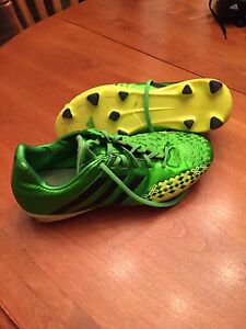 Soccer shoes size 5