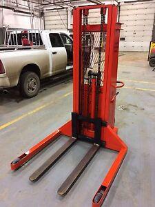 2000lb Stacker/Forklift Pallet Jack