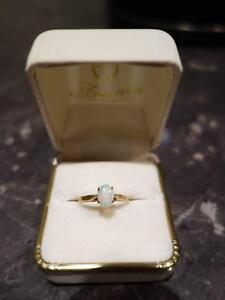 Opal Stone 9ct Gold Ring Albert Park Port Phillip Preview