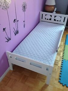 Toddler bed with mattress/ lit de transition avec matelas