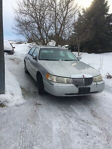 2001 Lincoln Town car by Cartier