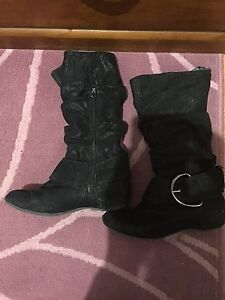 Girls size 1 black boots $5. Smithfield Plains Playford Area Preview