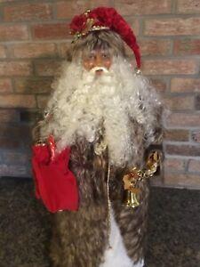 Saint Nicolas ( Père Noël ) maisonnette et sapin illuminé.