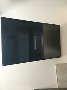 28' flat screen and wall mount