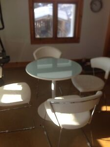 Tulip table with 5 dining chairs