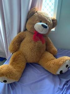 2 large teddy bears