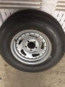 Pneu 275 75 D 14 remorque trailer tire