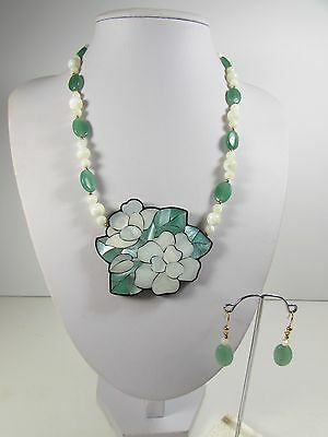 Lee Sands Shell inlay Gardenia Necklace w Earring set Made in Hawaii