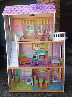 Doll House with furniture Albany Creek Brisbane North East Preview