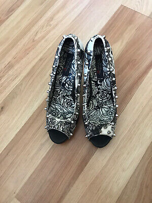 iron fist shoes size 6