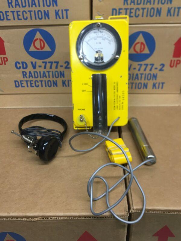 LIONEL CD V-700 MODEL 6b RADIATION DETECTOR/GEIGER COUNTER w/HEADSET (64380)