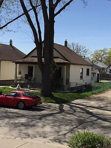 Windsor Student Rental: 3 Rooms: 383 Curry Ave
