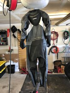 M2R leather racing suit