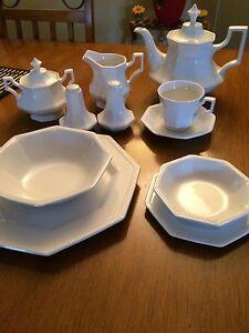 Set de vaisselle antique.