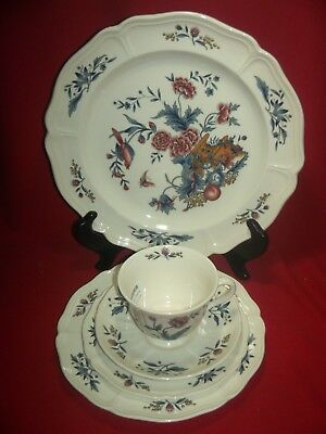 Wedgwood Williamsburg Potpourri 5 Piece Place Setting  MINT