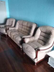 LEATHER LOUNGE SUITE Wauchope Port Macquarie City Preview