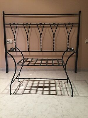 Usado, Cabecero de Forja con banqueta a juego para camas de 150 cm. segunda mano  Daroca