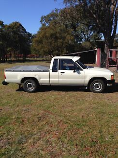Toyota Hilux Ute ( Extra Cab ) Invergowrie Uralla Area Preview