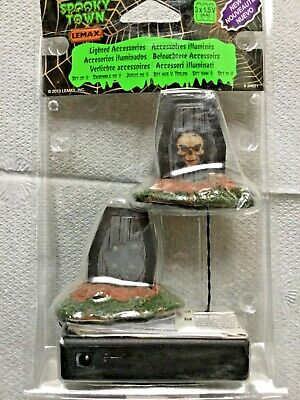 LEMAX SPOOKY TOWN SET OF 2 LIGHT UP PICTURE MIDDLE COFFIN TOMBSTONES W ADAPTER