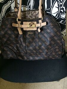 Guess Purse Great Condition !