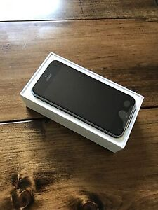 Brand new Fido iPhone SE