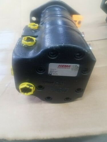 Brand new John Deere High volume Hyd. Pump  ( AT 438415 )