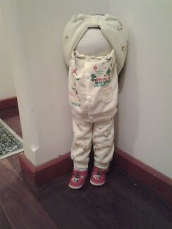 Pouting or faceless doll Bedford Bayswater Area Preview