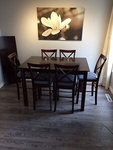 Table and 6 chairs with leaf extension