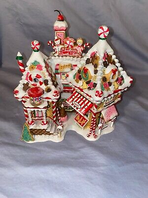 Department 56 North Pole Series. #85/10000 Christmas Sweet Shop #56.56791 56 North Pole Series