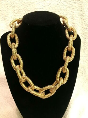 Beautiful Vintage Gold Tone Large Link Chain Necklace