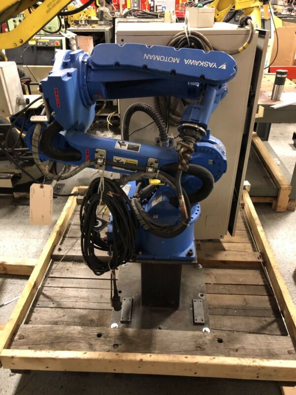 Yaskawa Motoman MA1400 with DX100 controller, teach pendant, and cables