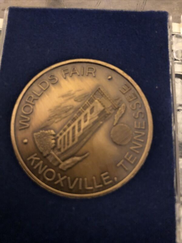 1982 Worlds Fair Knoxville Tennessee United States Pavilion Coin