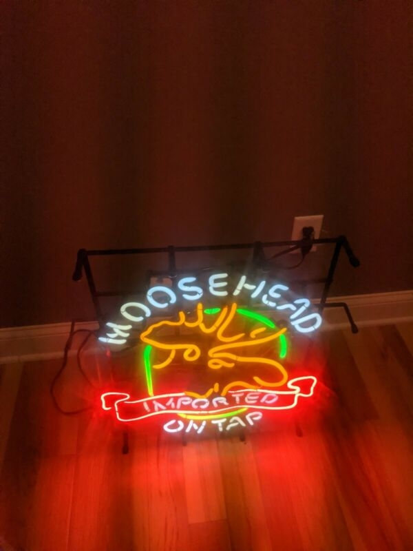 Vintage 27x22 Moosehead Beer Neon Lighted Sign Light Bar Advertisment USA