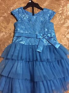 Very cute Christmas dress size 03 like new