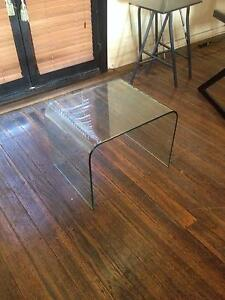 STUNNING THICK GLASS CONCAVE ROUNDED GLASS TABLE Albert Park Port Phillip Preview