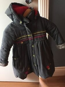 Manteau long propre fille 4 ans