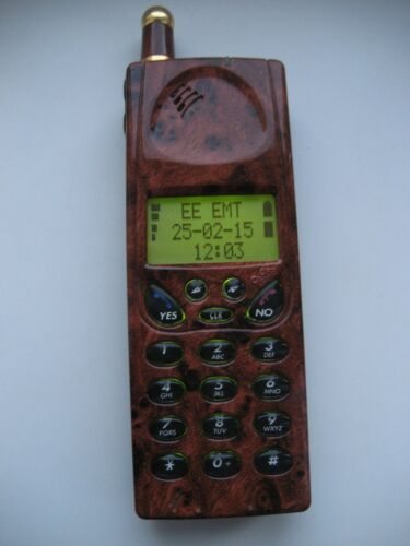 RARE! VINTAGE ERICSSON GH 688. Fully Working. With Charger.
