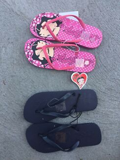 New thongs size 7 men and 9 women