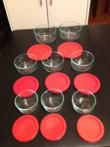Pyrex glass bowl set with lids