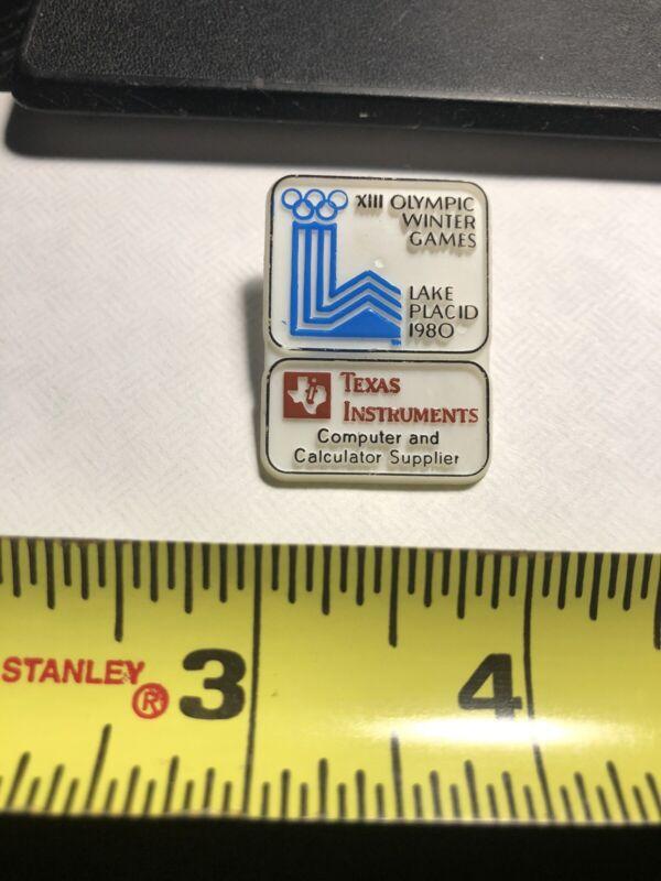 1980 Lake Placid XIII Winter Olympics Plastic Lapel Pin BB6.