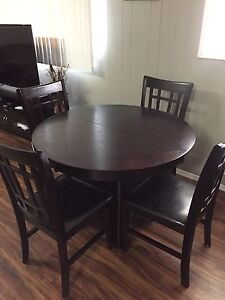 Dining room set, 4 chairs, leaf included