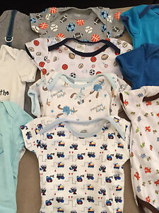 Baby clothes: 10 short sleeve 0-3 month onesies