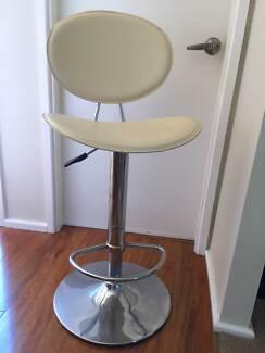 2 matching bar stools Bulli Wollongong Area Preview