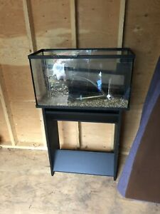 Fish tank or terrarium with stand