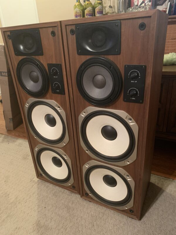 Optimus T 200 Speakers - Rare and Collectable !