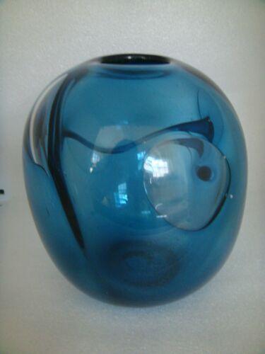 STAUFFER MODERN  BLUE ART GLASS STUDIO VASE SIGNED INTRIGUING