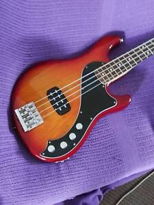 Fender American Deluxe Dimension Bass IV Arundel Gold Coast City Preview